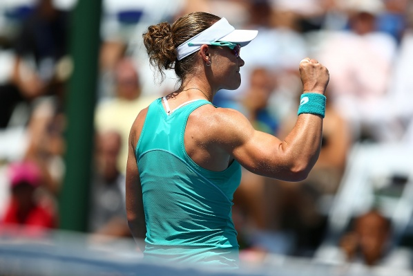 Stosur obey Azarenka for the trophy in Carlsbad